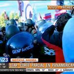 RT @cn_23: #AHORA Gendarmería agrede a la prensa en el corte de Lear de Panamericana http://t.co/qG8W2u8uyJ http://t.co/5Cs4myGmwj