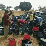 Seke Road accident, instead of assisting the injured, they decided to help themselves to the beer @263Chat http://t.co/cOU8qJnCYw
