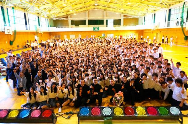 渋川青翠高校の皆さんを応援させていただきました。 自分を信じて行動するみんなの事が大好きだぞ。 今、この瞬間に湧き起る自分の感情を大事に味わっていこうぜ。 応援しているからね。押忍 我武者羅應援團 http://t.co/K6GXERMYVv