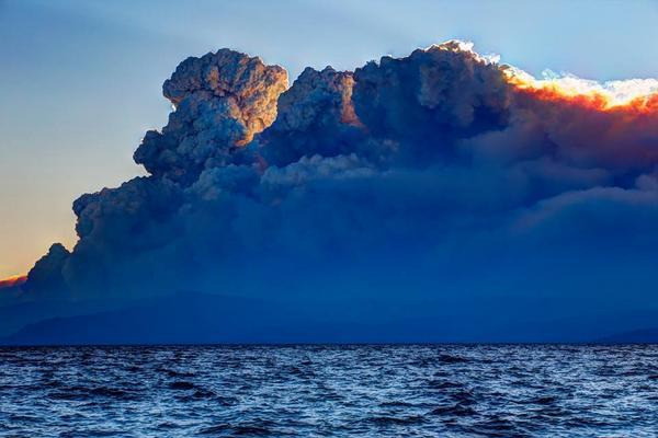 California Wildfire Pyrocumulus Cloud... BxzcX8oCMAAxib8