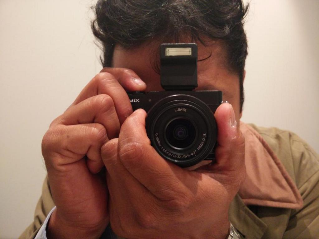 RT @betterphoto: Incredibly tiny! The new Panasonic GM5 in the hand. Difficult to imagine that it even changes lenses. #photokina2014 http://t.co/JbvLRivhoj
