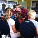 Prinses Laurentien in gesprek met leerlingen groep 8 Jan-Campertschool over duurzaamheid bijTata. http://t.co/7uMXns7CMH