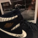 Thank you Derek Jeter (@PlayersTribune) for the fun interview and for signing my sneaks! #RE2PECT #Fan http://t.co/d79UktPmjf