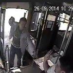 RT @Trafico_ZMG: Video: hombre armado asalta un camión de transporte público, difunde para que lo detengan http://t.co/77189kKEiF http://t.co/yfAir92ntx