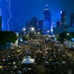 RT @WSJJapan: #香港 1、2日は中国の国慶節(建国記念日)の祝日であることから、デモ参加者が増え緊張がピークに達するとみられる⇒香港の民主化デモ、国慶節に緊張ピークか http://t.co/UHMT3pfp8a http://t.co/p2f059NTbq