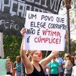 """""""Um povo que elege corrupto não é vítima. É cúmplice!"""" http://t.co/lbTGVUscUD"""