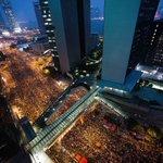 RT @WSJJapan: 香港の民主化要求デモは30日、前日に警察が撤収し、お祭りのような雰囲気を帯びたが、国慶節を前に取り締まりの懸念も⇒香港、雨と雷のなか民主化求めるデモ隊【写真】 http://t.co/K0wyPBgBgI (Getty) http://t.co/71Ttxz5TAZ