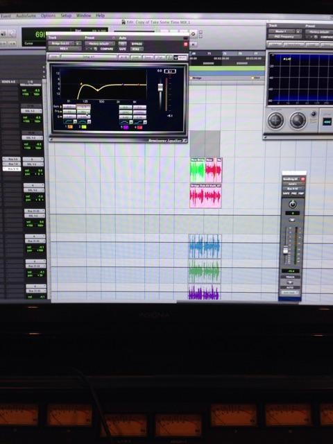 Mixing a new @tilianpearson banger, woooooooooo its so hot it's burnin mah ears!
