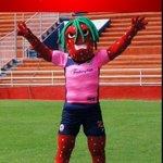 Existen cosas feas y luego está la mascota del Irapuato...Seguro muchos niños irán al estadio sólo para saludarla... http://t.co/cnrZN4JNVD