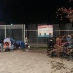 RT @24HorasTVN: Padres y adolescentes ya esperan a Miley Cyrus en el Parque OHiggins → http://t.co/v6s8rQe4uO http://t.co/To6uxO0XQ2