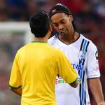 RT @record_mexico: #FOTO: Momento en el que el espontáneo le pidió a Ronaldinho que firmara su playera | MEXSPORT http://t.co/dJRyv9HFBO http://t.co/t7Cta6ZSeN