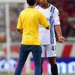 RT @TD_Deportes: #LigaMXenTD Un espontáneo interrumpió el juego para pedir autógrafo a Ronaldinho, a lo que el astro brasileño accedió http://t.co/BbyYHSQ5jl