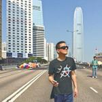 蘋果:黃耀明昨早由歐洲趕返港撐學生,落機後即趕到佔領金鐘現場支持 http://t.co/Uy80GxW53U