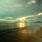 Early morning #sunshine finger rays on the glassy sea this morn at #Cairns Machans Beach. By Jeanie Govan. #sunrise http://t.co/5f6pjnX7sn