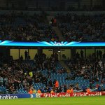 RT @TeleFootball: Paul Scholes and Rio Ferdinand taunt Manchester City over empty seats at Etihad http://t.co/UEUjFV4dLN http://t.co/Vxjn6amqcA