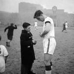 RT @ManUtdMumbai: Today marks the 78th birth anniversary of mighty Duncan Edwards. #BusbyBabe #mufc @UtdBeforeFergie http://t.co/Wu9w6L1owN