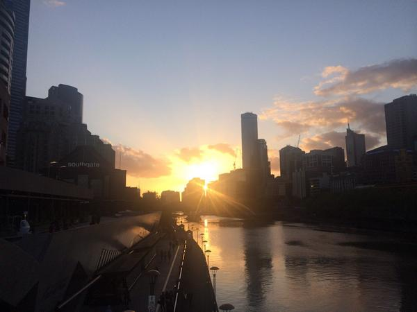 Sunset over the Yarra #Melbourne http://t.co/MX3Rbjwgym
