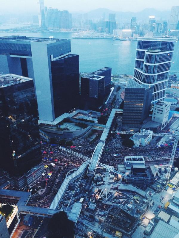 Night is descending upon Admiralty, and it definitely looks as though it will be the busiest night yet #OccupyCentral http://t.co/XZBFLPBsCB
