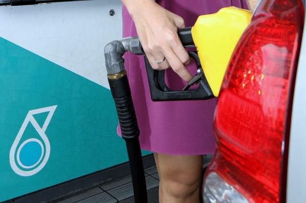 Petrol, diesel prices up by 20sen from midnight: http://t.co/fCFqlF7qEo http://t.co/ZR6Xq3p1qj