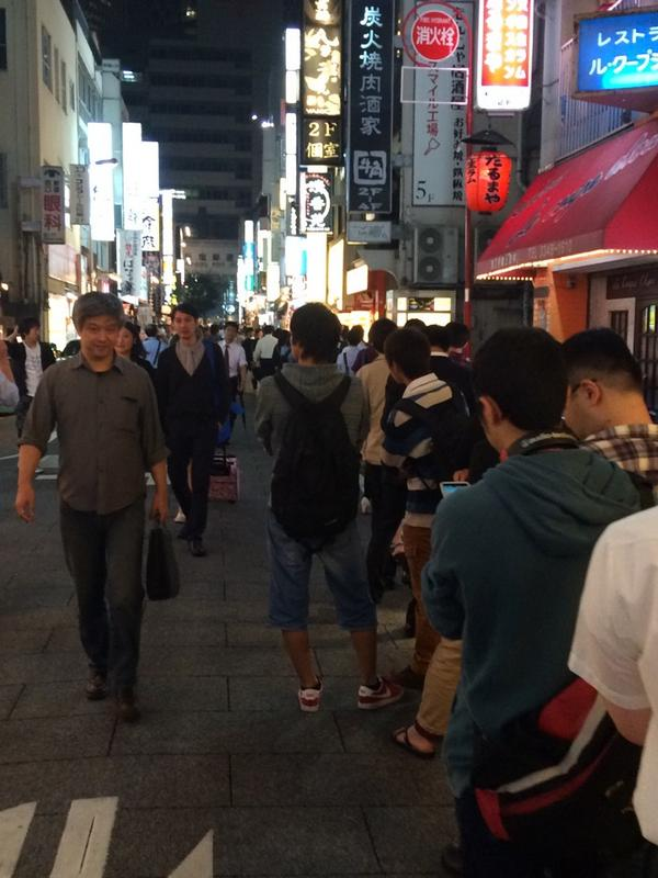 50人位ならんでる。。。よし、諦めよう。 (@ 天下一品 新宿西口店 in Shinjuku, 東京都) https://t.co/yHuiBywSW2 http://t.co/WW0RemGP0P