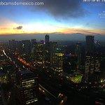 Así inició octubre 2014 en la Ciudad de México. Se veían los volcanes desde Santa Fe: http://t.co/RnXDZwNHlN