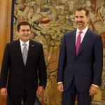 Pdte @JuanOrlandoH es recibido por su majestad el Rey Felipe VI en el palacio de Zarzuela #España http://t.co/OL0EFAEDu2