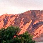 RT @cubuffs: That moment when the sun first hits the Flatirons. #priceless #boulder #gobuffs http://t.co/SC0ftkrFN5