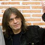 Família de Malcolm Young confirma demência do guitarrista http://t.co/o6DaPJxB0K http://t.co/0UZXqn5ugh