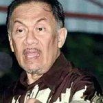 RT @adibwanzuhaily: @PASUMNOSUNNI @SoloRideJer @Alamurni @NajibRazak lau suku sakat puak nie x de mmg BN slmt tinggal ler...sial aljubri http://t.co/L0CYbCLlEr