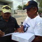 Roimer García se unió al plantón frente a las instalaciones de la empresa @EIectricaribe @MeridianoWeb http://t.co/jXNTqHLfol