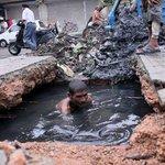 अगर सच में PM स्वच्छ भारत की कल्पना कर रहेहै तो उन्हें इन सफाई कर्मचारियों की हालत को सुधारने केलिए कदम उठाने चाहिए http://t.co/xBi1fMGW3U