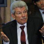 RT @lanacioncom: [ULTIMO MOMENTO] Renunció el presidente del Banco Central y ya tiene reemplazo http://t.co/cleBFwFrq5 http://t.co/zssFet1mlC