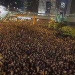 Los chinos en Hong Kong se arrecharon y ni siquiera tienen Twitter. http://t.co/M66JMN9eQu