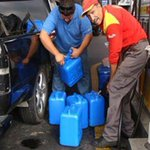 RT @Winston_Dunhill: Terminando con los últimos bidones de nafta pedidos por KiciLost para el BCRA. #SaquenLaGuitaDeLosBancos http://t.co/W2eo9ibdzS