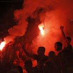 RT @PublimetroChile: Las bengalas de los hinchas del Galatasaray también se robaron las miradas en el Emirates -->http://t.co/38bJwQ9gxI http://t.co/7AQ2LKQYmY