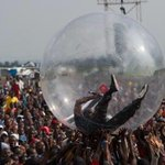 Akon crowd surfed in a plastic bubble to avoid catching Ebola. Im sorry but this got me weak as hell http://t.co/Mj2Br1BXWQ