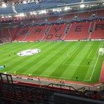 Os adeptos do Benfica já estão no Estádio do Bayer 04. (Via FB Fábio Oliveira) #CarregaBenfica http://t.co/Z9VUZ5letJ