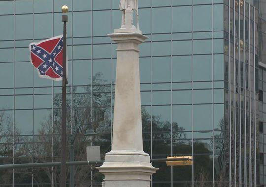 Dem. governor candidate calls for removal of Confederate flag from SC State House | http://t.co/SRHFr98P15 http://t.co/riOXqvdhVJ