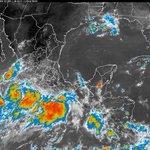 @Trafico_ZMG La zona de baja presión lluvias torrenciales (de 150 a 250 mm) en Guerrero, Jalisco, Colima y Michoacán. http://t.co/t4axQn3qRr