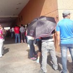#Oct01 #Maracaibo #Latino #SanFrancisco los dias pasan y las colas aumentan. #FueraMaduroYsuCombo @Maracaibo222 http://t.co/KHXzRxSykX