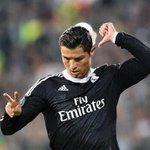 Cristiano señalando que está a 2 goles de Raúl González, el mítico 7. #Ídolo http://t.co/72GhOXGZi0