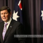 "Minister Kevin Andrews ""the Burqa is medieval and demeaning to women"" @gabriellechan @GuardianAus #politicslive http://t.co/WeWn0LIlvU"
