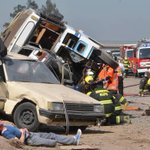Intendencia y Seremi de Salud supervisan simulacro de accidente en Autopista del Sol → http://t.co/pE8Zk5I9fo http://t.co/PE342xR0hn