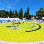 RT @JornalOGlobo: É um smile. E uma piscina. http://t.co/iCaF7j1oms http://t.co/2nn9avIgtD