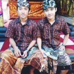 RT @tozanmimba: My brother @kennymimba and I wear Batik. Happy National Batik Day, Indonesia! Be proud and lets wear Batik! http://t.co/G2P0DeBfyP