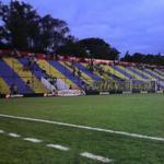 Los hinchas llegando al estadio de Capiatá http://t.co/F85kxVvxWC