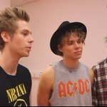 Michael is like:ohGod lookat Luke face And Ashton is like: I will never be good as how Luke look Oh sorry iam joking http://t.co/fPq5o1k80M