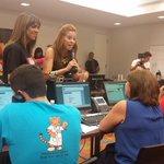 RT @phenvivo: Llegan más voluntarios. El @hdnpr espera tu ayuda. Coopera: 787-641-1313. #allstarpr #porfavorayudenos http://t.co/vDTaRr2lhf
