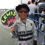 RT @suzuka_event: ちびっこハミルトン発見っ!きまってます!!! #JapaneseGP #F1jp http://t.co/zanXsB5Pxg