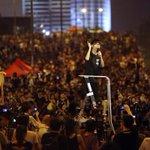 RT @WSJJapan: #香港 政府、力によらずデモ収束を待つ方針に―中国が指示 http://t.co/kfhv9jQqyO (REUTERS) http://t.co/m6jDgkYa2r